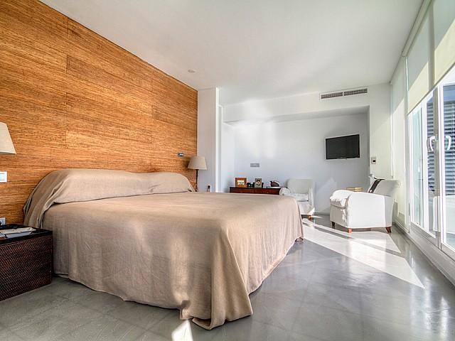 Dormitori amplio y soleado
