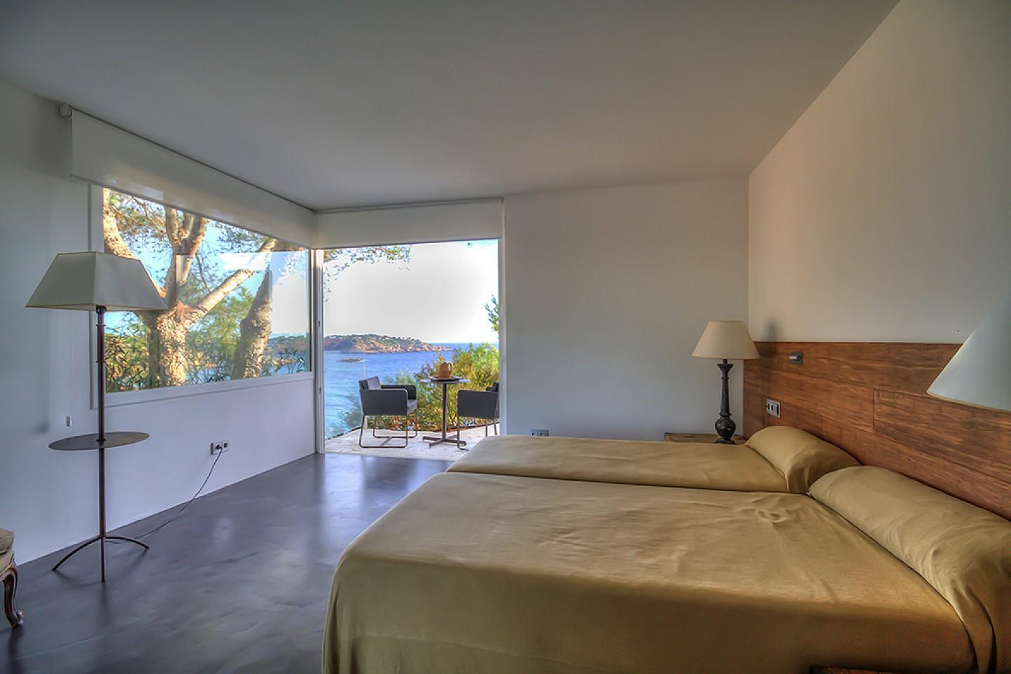 Dormitori doble amb accés a l'exterior