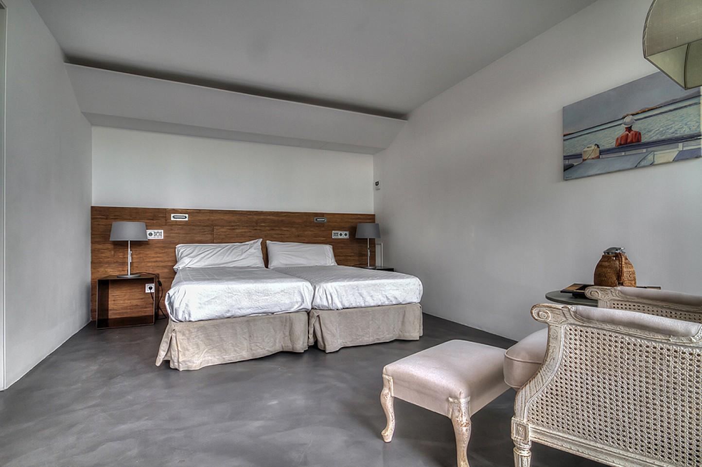 Dormitori amb dos llits