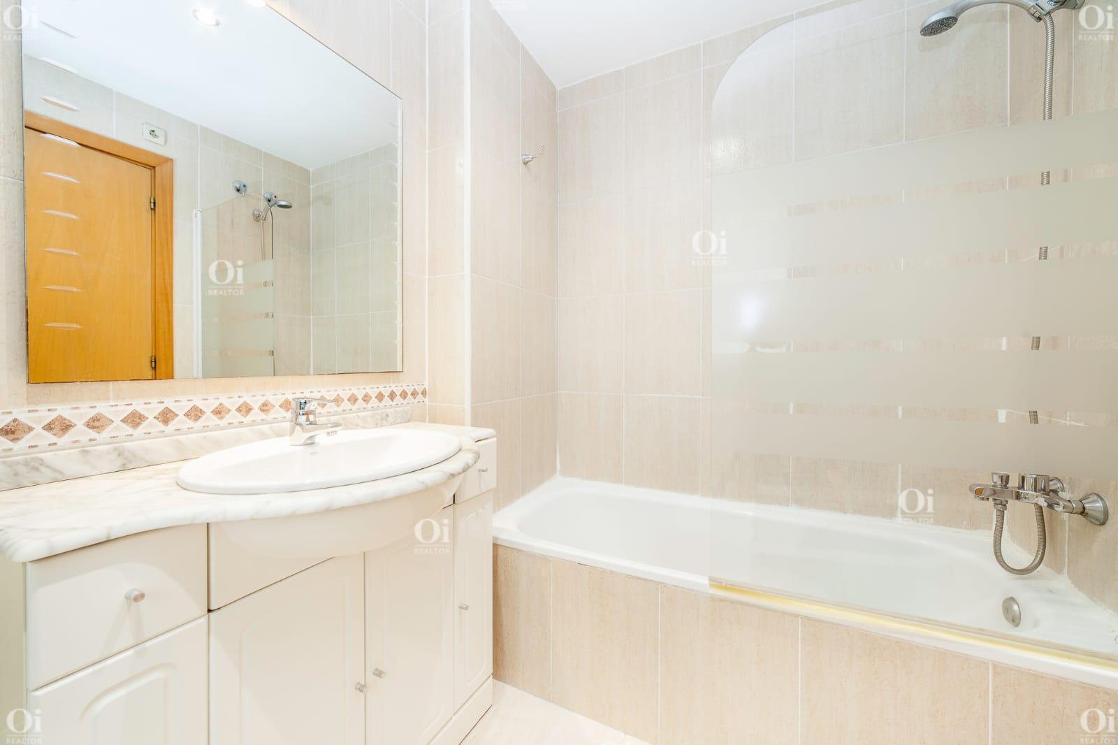 Продается квартира в районе Побленоу, Барселона.
