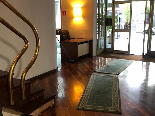 Precioso piso en alquiler para entrar a vivir en Les Tres Torres, Barcelona.