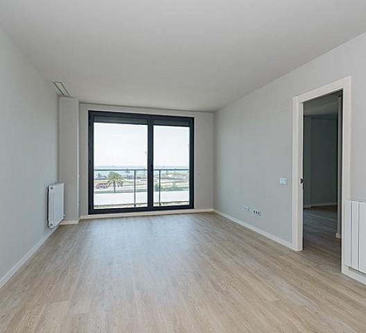 Просторная гостиная квартиры на продажу в Диагональ Мар
