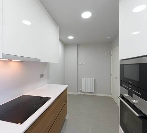 Cocina moderna y espaciosa