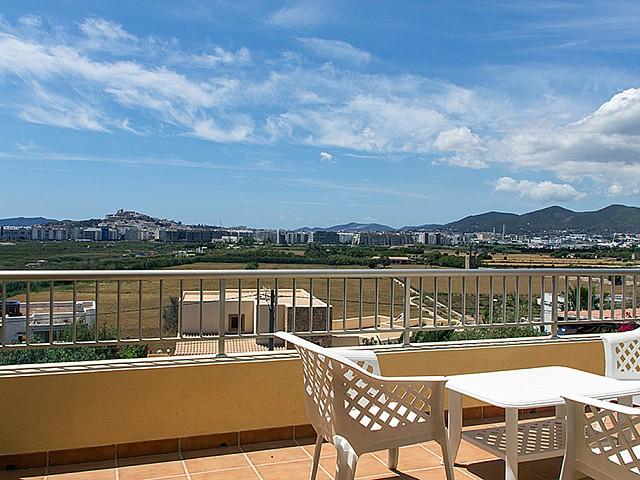 Magnífica terraza con buenas vistas