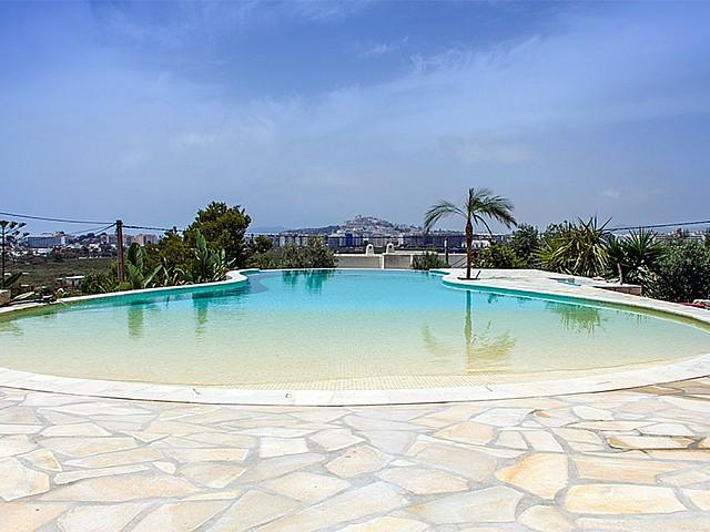 Maravillosas vistas de la piscina exterior