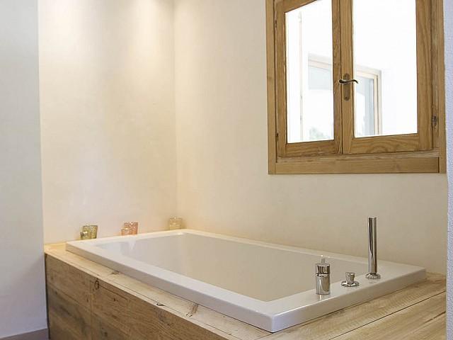 Baño completo con bañera