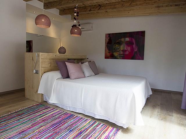 Уютная спальня виллы на продажу в Кала Тарида
