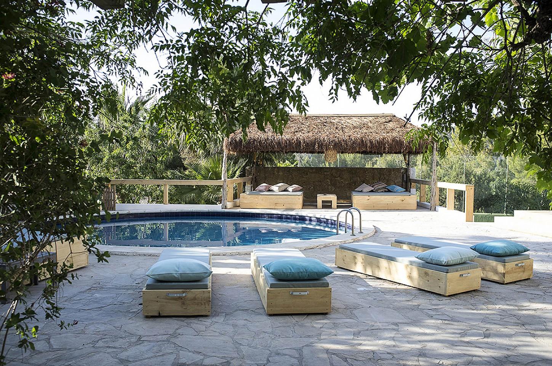 Шикарный бассейн виллы на продажу в Кала Тарида