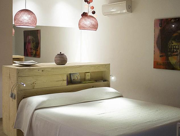 Dormitorio con buena iluminación