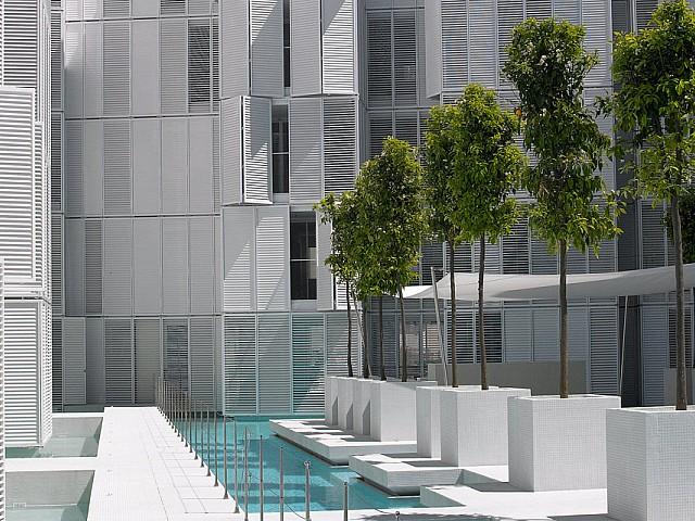 Роскошный бассейн квартиры на продажу в Марина Ботафок
