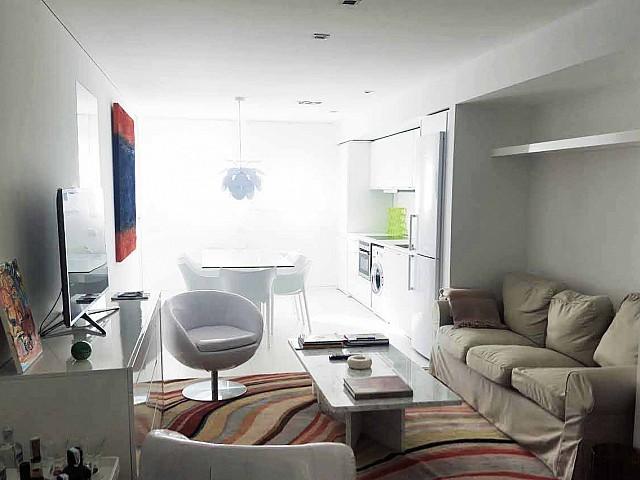 Гостиная квартиры на продажу в Марина Ботафок