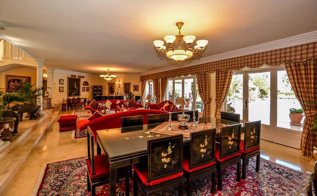 Шикарная гостиная виллы на продажу в Марбелье