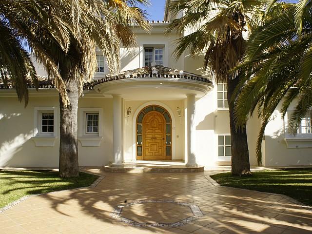 Elégante villa avec superbe vue sur la mer à Marbella