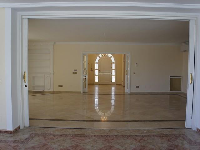 Шикарная гостиная виллы на продажу в Марбелья