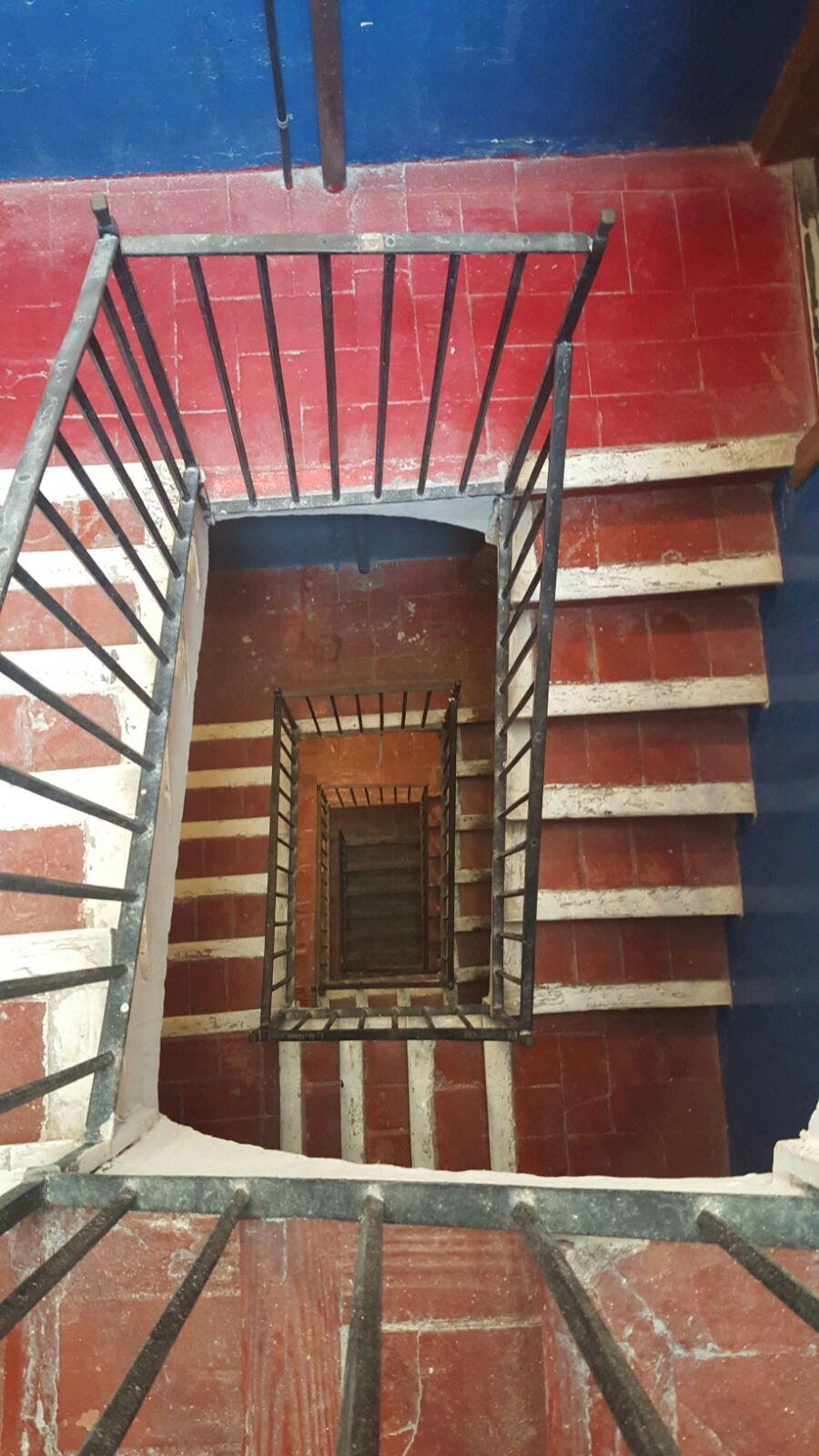 Escalera de edificio en venta en Barcelona