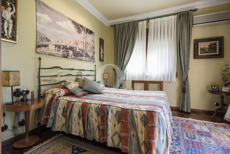 Просторная спальня дома на продажу в Кальдес дэстрак, Маресме