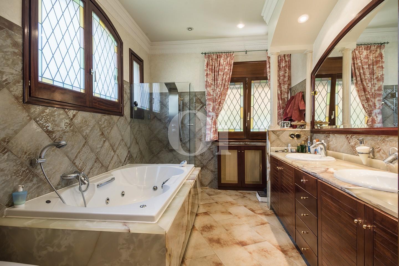 Ванная комната дома на продажу в Кальдес дэстрак, Маресме