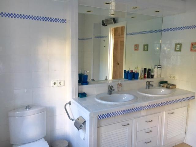 Ванная комната дома на продажу на Ибице