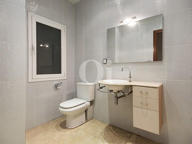 Ванная комната квартиры на продажу в Эшампле Дрета