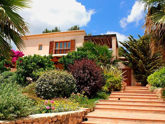 Ухоженный сад виллы в аренду в Сан Агустин
