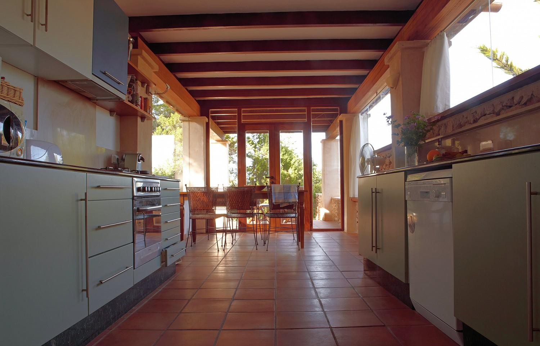 Кухня и гостиная виллы в аренду в Сан Агустин