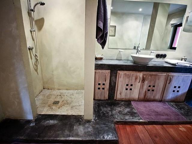 Bany complet amb dutxa i banyera