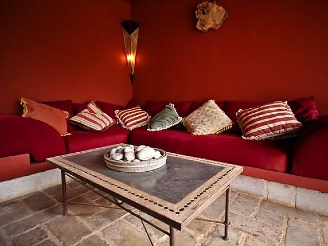Шикарная гостиная виллы на продажу в Кала Жондаль