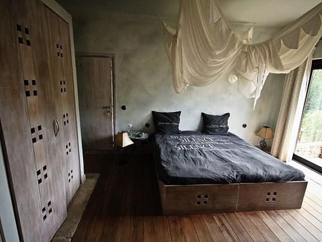 Шикарная спальня виллы на продажу в Кала Жондаль