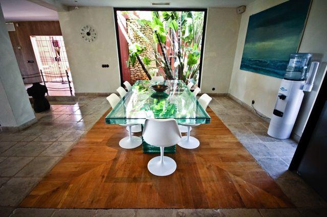 Просторная столовая виллы на продажу в Кала Жондаль