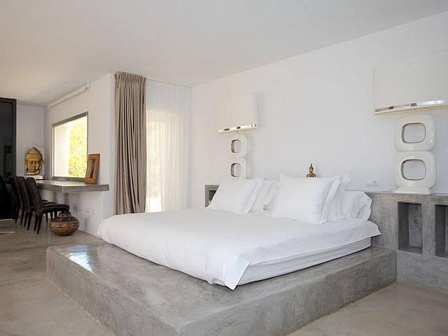 Шикарная спальня виллы на продажу в Эс Салина
