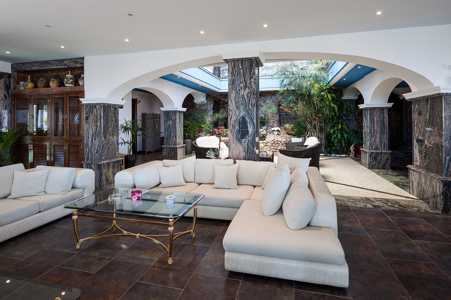 Шикарная гостиная виллы в аренду в Сан Хосе
