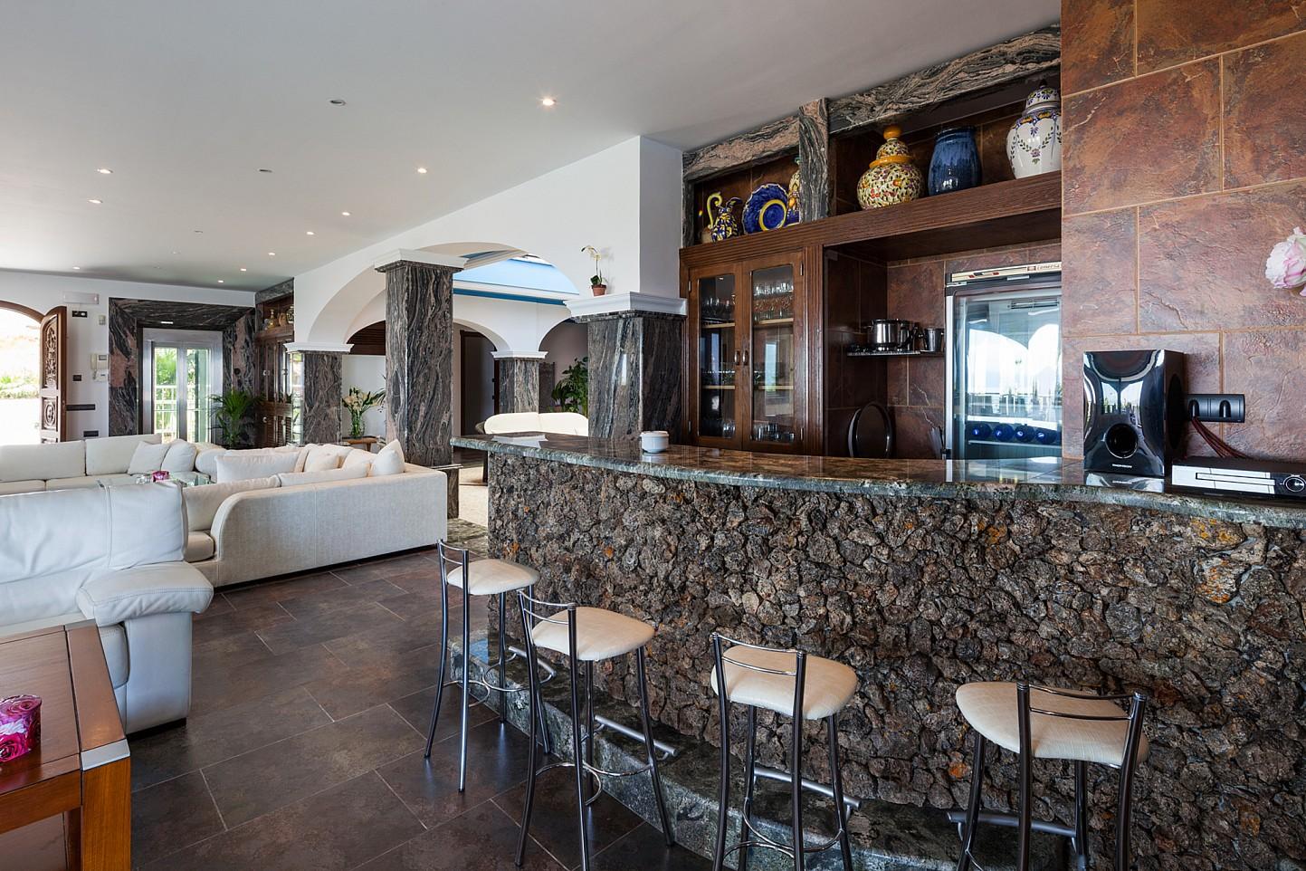 Fantástica zona de bar en el interior de la villa