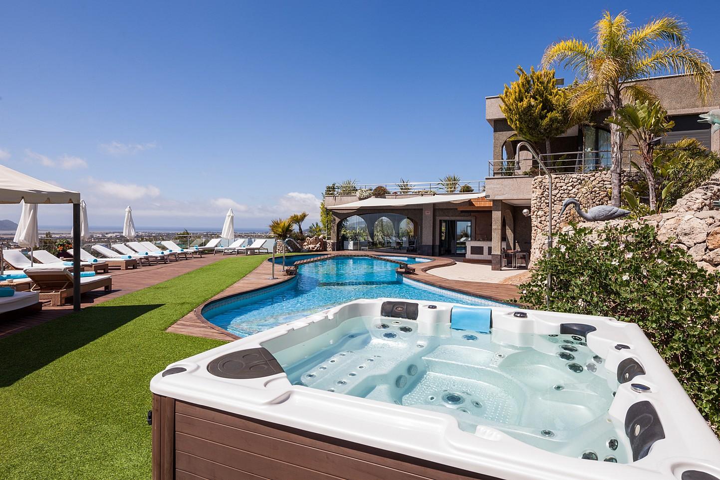 Шикарный бассейн виллы в аренду в Сан Хосе