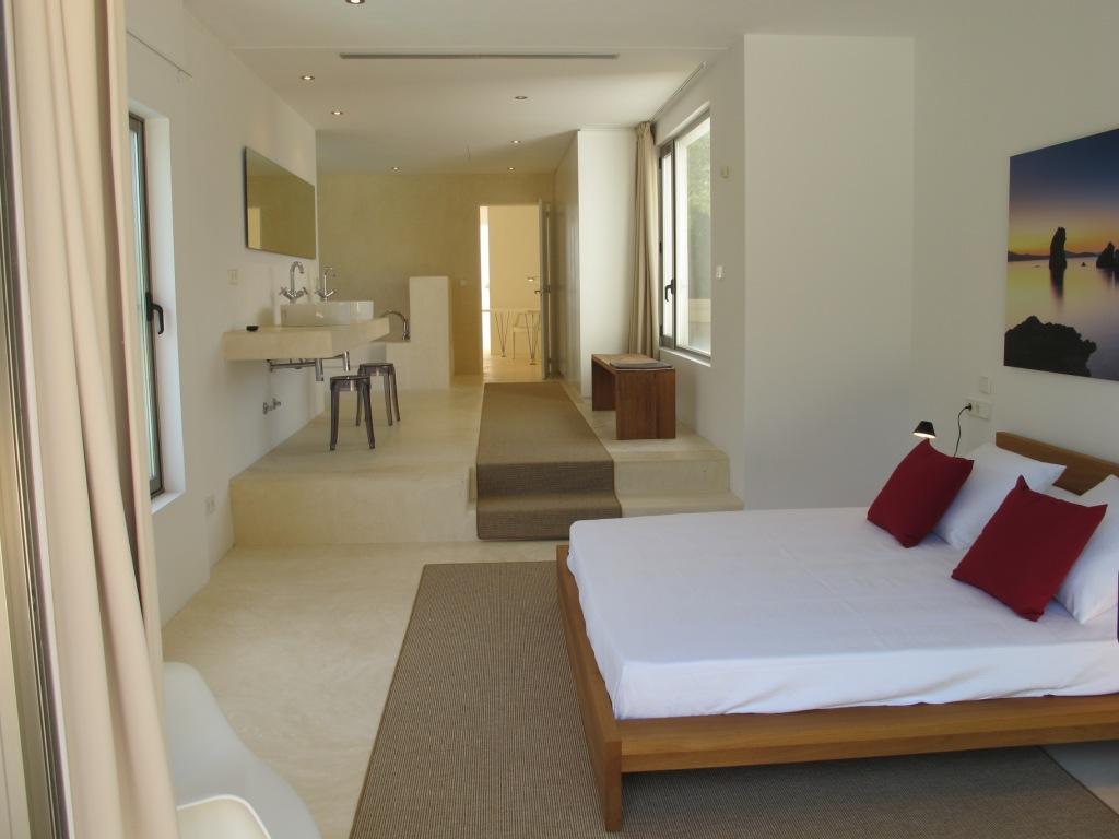 Fantástica habitación tipo suite, muy amplia y soleada