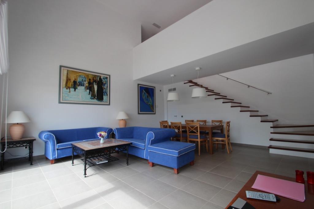 Просторная гостиная виллы в аренду в Кап Мартинет