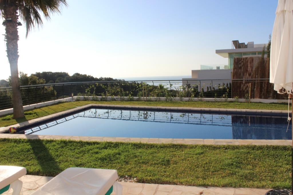 Шикарный бассейн виллы в аренду в Кап Мартинет