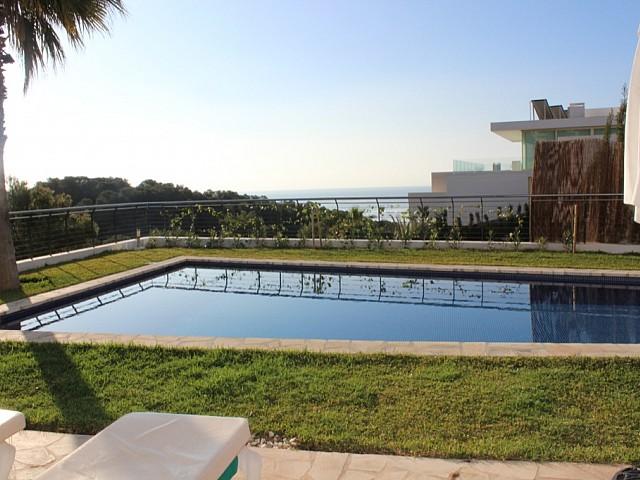 Fantástica piscina junto a la terraza
