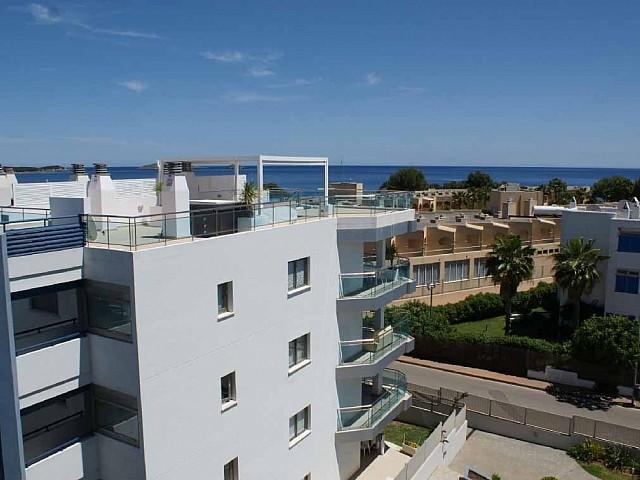 Продается квартира с видом на море и террасой в Санта Эулалия, Ибица