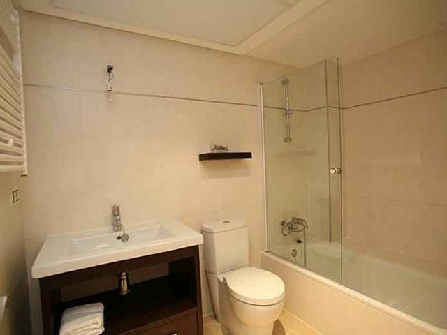 Ванная комната квартиры на продажу в Санта Эулалия