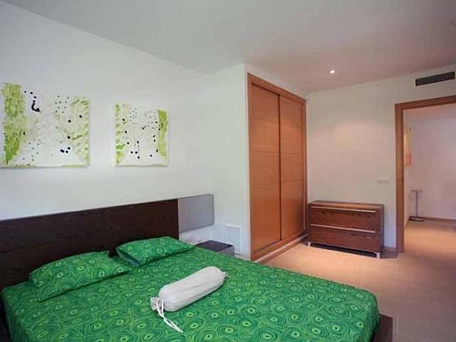 Светлая спальня квартиры на продажу в Санта Эулалия