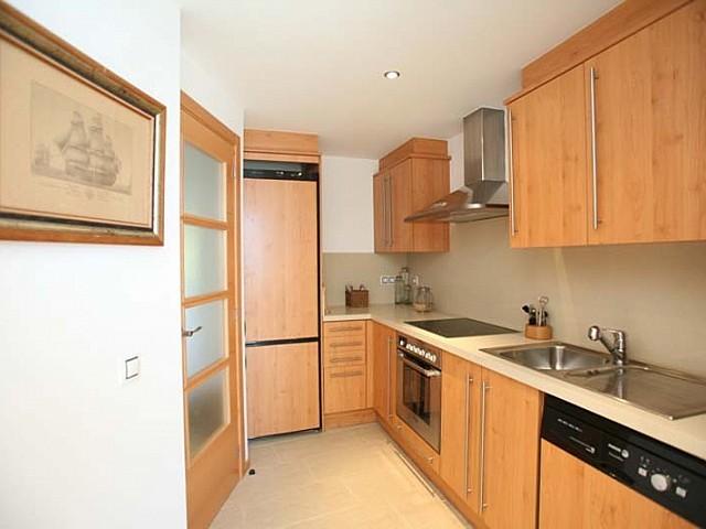 Отдельная кухня квартиры на продажу в Санта Эулалия
