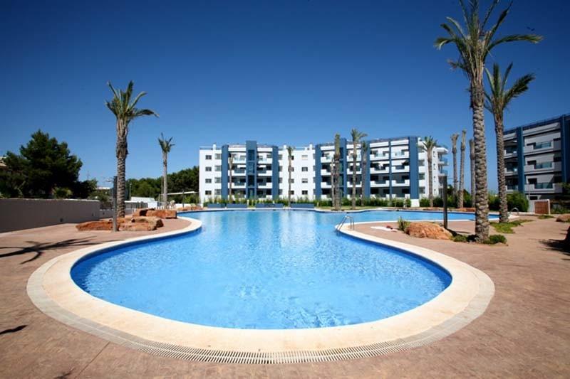 Magnífica piscina comunitària del complex residencial