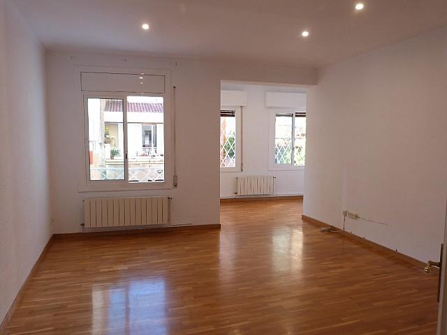 巴塞羅那Carrer de Madrazo明亮而安靜的公寓。