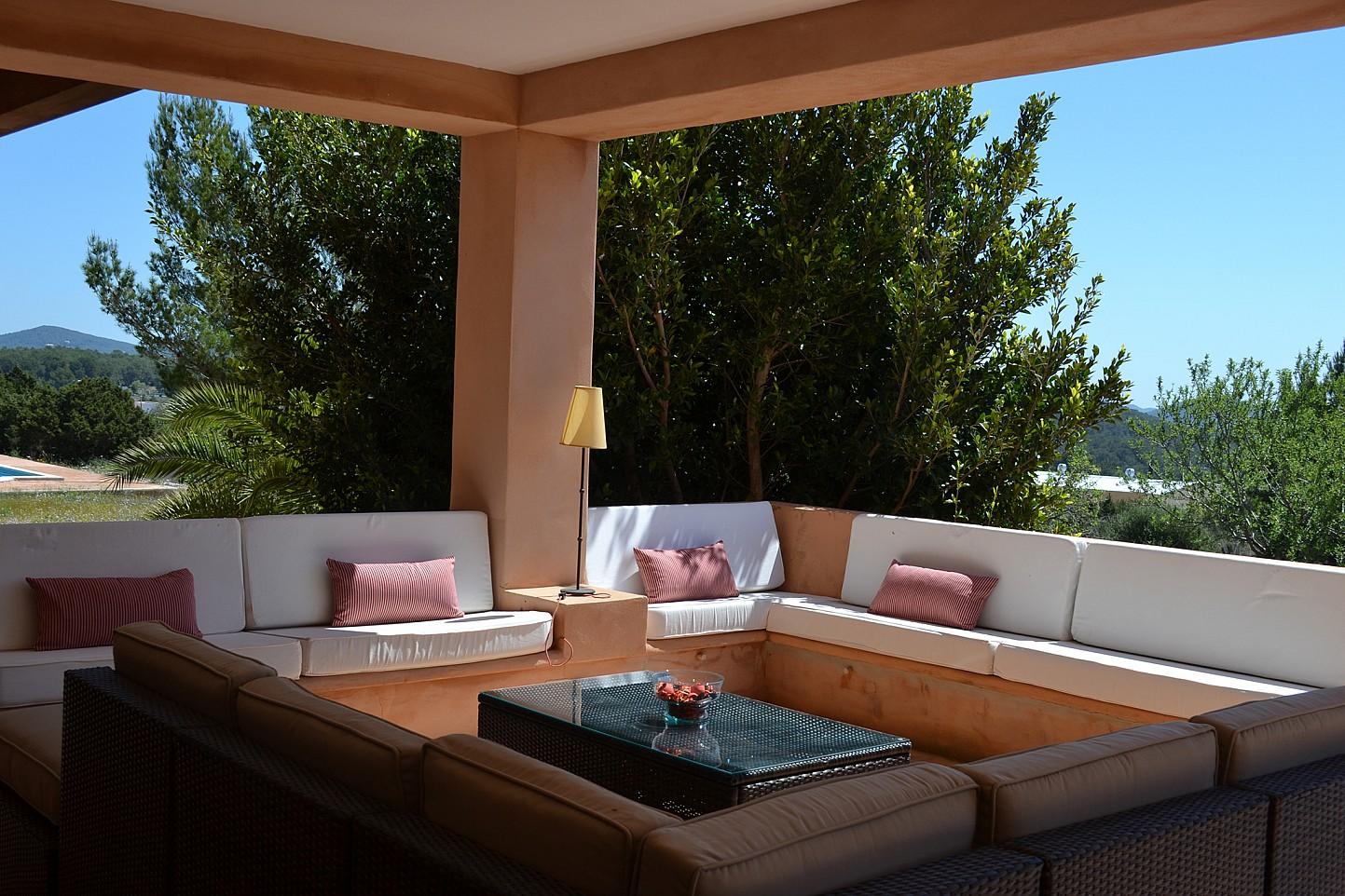 Zona de relax exterior amplia y soleada