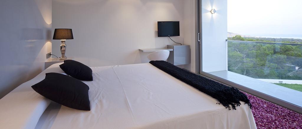 Dormitorio amplio con buenas vistas al exterior