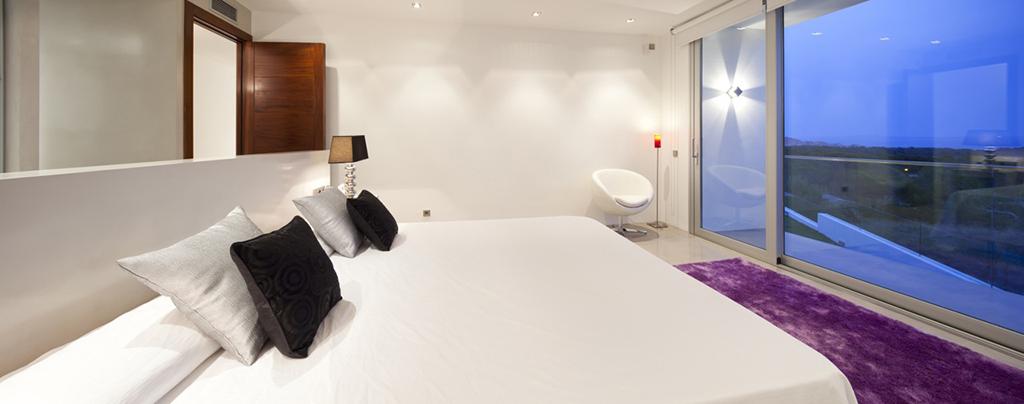 Dormitori ampli, molt ben il.luminat