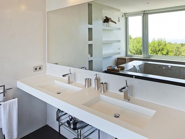 Ванная комната виллы в аренду в Vista Alegre