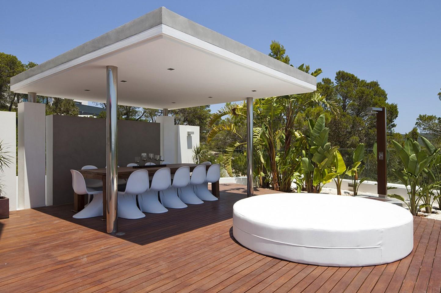 Солнечная терраса  виллы в аренду в Vista Alegre