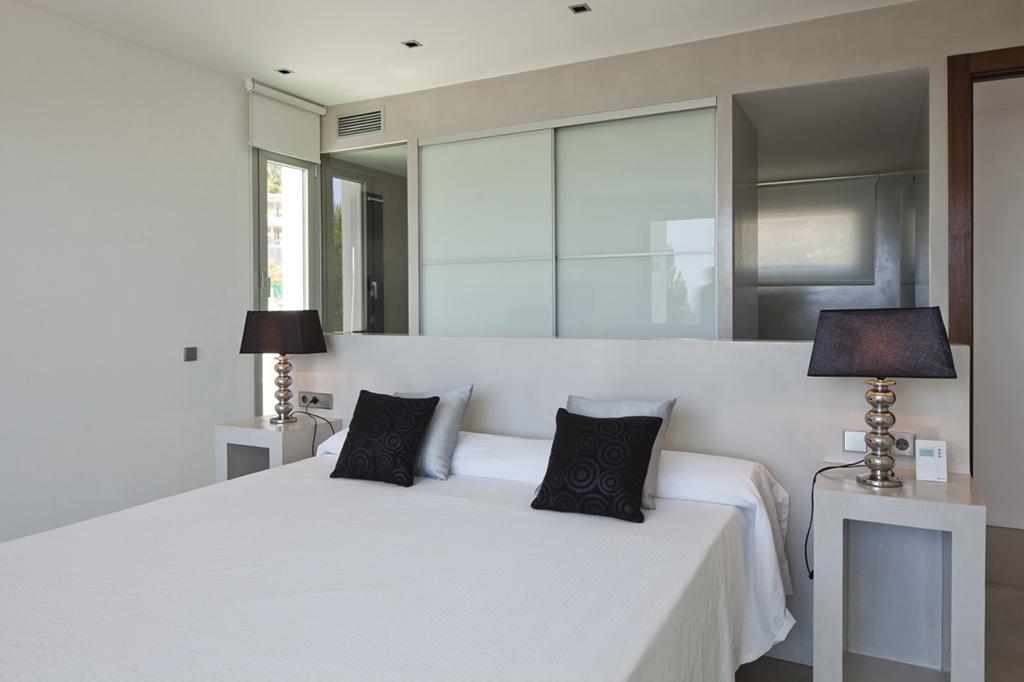 Светлая спальня виллы в аренду в Vista Alegre