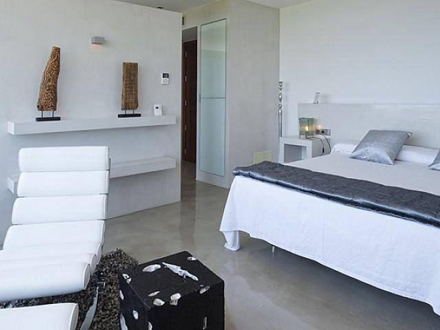 Dormitori espaiós, amb molta llum natural